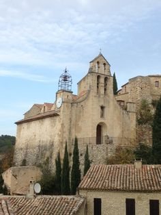 Gigondas Explore the Provence region at your own pace http://www.detours-in-france.com/Provence-walking-tour-108-2-10.html http://www.detours-in-france.com/Provence-walking-tour-38-2-10.htm