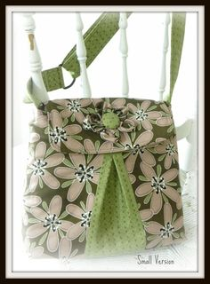 PatternPile.com – Hundreds of Patterns for Making Handbags, Totes, Purses, Backpacks, Clutches, and more.   Showcasing inspiring digital sewing patterns for handbags!
