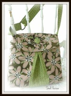 Kris E Bag Sewing Pattern by Dancin' Daisy