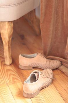 #shoes #bridal #weddingflats #outdoorwedding #pinkshoes #brogues