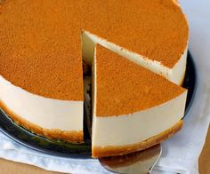 Esta tarta es más fácil de hacer si ya tienes hecha la leche merengada, que la puedes comprar en la heladería o envasada. Nosotros hicimos la auténtica rec