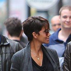 Haircut of the Week: Halle Berry's New Side-Swept Almost-Bob - Glamour Halle Berry Haircut, Halle Berry Hairstyles, All Hairstyles, Modern Hairstyles, Very Short Pixie Cuts, Short Hair Cuts, Short Hair Styles, Cute Haircuts, New Haircuts