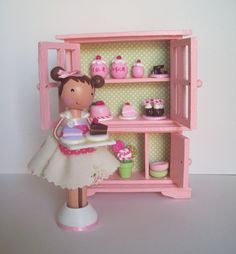 I just adore these little clothespin dolls!  I feel like I need this to make my kitchen complete! :)
