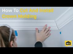 How to cut crown molding the easy way! Molding Ceiling, Cove Molding, Ceiling Trim, Floor Molding, Moldings And Trim, Crown Moldings, Easy Crown Molding, Diy Molding, Diy Crown