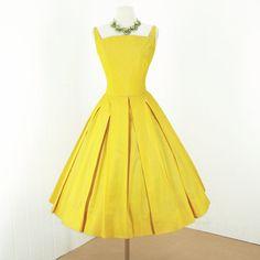9df96d1f40b5ab 1950 s Yellow Box Pleat Dress 1950s Fashion