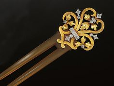 A LATE 19TH CENTURY FRENCH GOLD, DIAMOND AND BLOND TORTOISESHELL HAIR-COMB