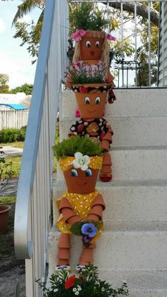 40 Amazingly creative DIY craft ideas for the most wonderful flower garden Flower Pot Art, Clay Flower Pots, Flower Pot Crafts, Clay Pot Crafts, Garden Yard Ideas, Garden Crafts, Diy Garden Decor, Garden Projects, Garden Art