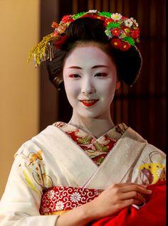 Maiko. Mamefuji. #japan #kyoto #geisha #kimono #japanese culture