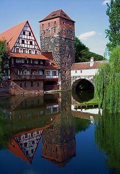 Der Fluss Pegnitz läuft durch den historischen Teil von Nürnberg