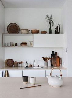 Amazing and Unique Tips Can Change Your Life: Retro Minimalist Interior Design minimalist interior wood simple.Minimalist Interior Studio Home Office minimalist decor black monochrome.Minimalist Kitchen With Kids Interior Design. Decor, Small Kitchen Decor, Vintage Kitchen, Interior Design, House Interior, Minimalist Home Decor, Interior, Home Decor, Kitchen Interior