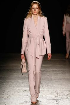 Francesco Scognamiglio Fall 2015 Ready-to-Wear Collection Photos - Vogue Hijab Fashion, Runway Fashion, Fashion Show, Girl Fashion, Womens Fashion, Fashion Design, Fashion Fall, 2015 Fashion Trends, Milano Fashion Week