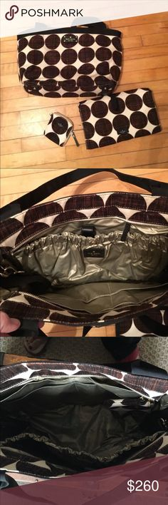Kate Spade Diaper Bag & Accessories. Practically new!!! Only used for a month. Has been deep cleaned. Lots of storage. Beautiful colors kate spade Bags