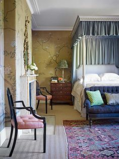 Wiltshire Manor House by Ben Pentreath - Katie Considers Arts And Crafts House, Home Crafts, Beautiful Bedrooms, Beautiful Interiors, Et Wallpaper, Scenic Wallpaper, Trendy Wallpaper, Country House Interior, Georgian Homes