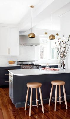 TELL US what you think of this BlueStar kitchen from Elizabeth Lawson Design that is the first finalist in our 2016 Kitchen Design Contest. Complete with stunning Bluestar range! Click to find the right performance range for you!