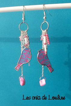 Boucles d'oreilles pendantes oiseau rose et bleu : Boucles d'oreille par les-crea-de-louline