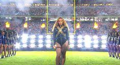 El momento en el que Beyoncé por poco y cae en el Super Bowl