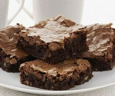 Looking for chocolate brownies with nuts? These moist and delicious brownies are made with plenty of walnuts and the added bonus of chocolate chips! Cake Like Brownies, Chocolate Chunk Brownies, Chewy Brownies, Nutella Brownies, Caramel Brownies, Best Brownie Mix, Brownie In A Mug, Mug Recipes, Dessert Recipes