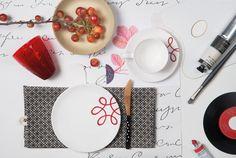 Bei Gmundner Keramik bekommt man Lust, selbst kreativ zu werden #handbemaltes #geschirr #design #modern #purgeflammtrot Panna Cotta, Pure Products, Tableware, Ethnic Recipes, Modern, Design, Hand Painted Dishes, Handmade, Red