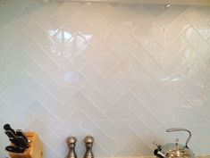 White Glass Tile Backsplash - Design photos, ideas and inspiration. Amazing gallery of interior design and decorating ideas of White Glass Tile Backsplash in bathrooms, kitchens by elite interior designers. Backsplash Herringbone, Herringbone Pattern, Glass Backsplash Kitchen, Backsplash Ideas, Glass Subway Tile Backsplash, Tile Ideas, Backsplash Design, Stone Backsplash, Splashback Ideas