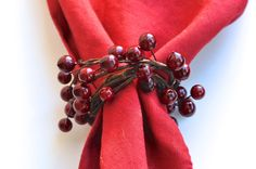 Pretty DIY Napkin Rings perfect for fall! Create these simple and elegant napkin rings with just a few inexpensive supplies and in a few short minutes. Christmas Napkin Rings, Christmas Napkins, Diy Napkin Rings, Christmas On A Budget, Christmas Decor, E Craft, Diy Thanksgiving, Napkin Folding, Holiday Tables
