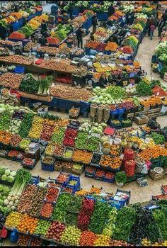 Food Vegetables (A Beautiful Bazar) Fresh Fruits And Vegetables, Fruit And Veg, Veggies, Village Photography, Nature Photography, Mercado Madrid, Vegetable Shop, Supermarket Design, Traditional Market