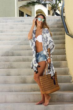 party outfit To the Beach: Kimono Cover Up (Twenties Girl Style) Zum Strand: Kimono Cover Up Beach Vacation Outfits, Honeymoon Outfits, Vacation Style, Vacation Packing, Summer Vacations, Cancun Outfits, Weekend Packing, Vegas Outfits, Mexico Vacation Outfits