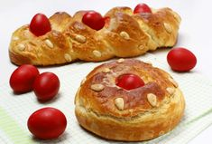 Greek Tsoureki (Easter Bread): Buttery and delicious! Greek Easter Bread, Easter Bread Recipe, Pastry Recipes, Cooking Recipes, Local Fast Food, Bulgarian Recipes, Bulgarian Food, Flat Belly Foods, Easter Traditions