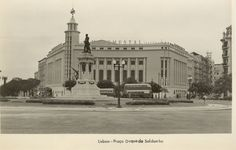 Cinema Monumental. Praça Duque de Saldanha Old Postcards, Back In The Day, Vintage Photography, Time Travel, Old Photos, Nostalgia, Black And White, City, Building