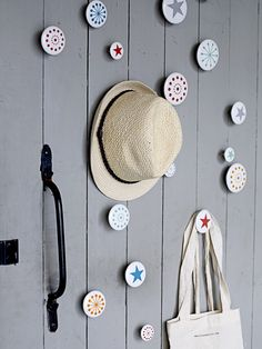 Are you interested in our coat hooks ? With our Ceramic coat hooks you need look no further. Mini Loft, Antique Coat Rack, Dressing Pas Cher, Entryway Decor, Wall Decor, Coat Hooks Wall Mounted, Wall Hooks, Decoration Entree, Clothes Hooks