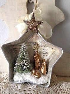 Handmade Christmas Star Diorama Ornament Vintage Nativity Bottle Brush Tree Happy New Year Vintage Christmas Crafts, Diy Christmas Ornaments, Homemade Christmas, Rustic Christmas, Christmas Projects, Holiday Crafts, Christmas Holidays, Christmas Gifts, Christmas Decorations
