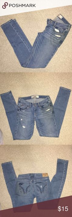 Hollister Light Wash Jean Light Wash Hollister Skinny Jean, size 3R. Fits great! Worn a couple of time, still have a lot of life left to them! Hollister Jeans Skinny