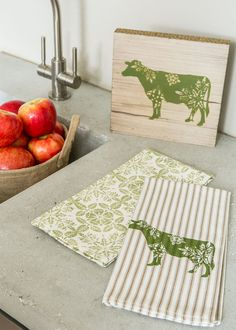 applecottage.quenalbertini: Farmhouse Tea Towel Set - Cow | Heritage Lace