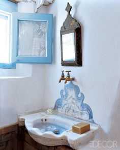 Artist Holly Lueders bathroom in Greek island Patmos summer house, designed by herself