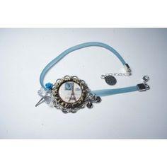 [#insolite]Bracelet bleu tour Eiffel avec un timbre bleu... qui n'est pas français ! © Les Parisettes, DR.