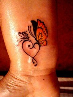 Butterfly Tattoo Designs | handgelenk tattoos schmetterling tattoo bedeutung mit herzen