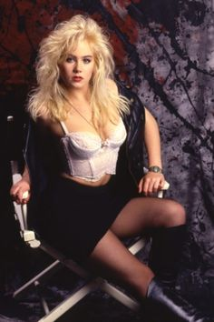 Curvy Women Outfits, Clothes For Women, Best Young Actors, Christina Applegate, Rocker Outfit, Queen Fashion, Child Actresses, Celebs, Celebrities