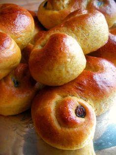 Herkkusuun lautasella-Ruokablogi: Lucian päivän sahramipullat