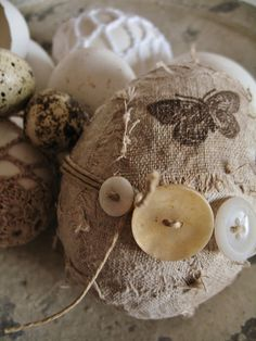 Unique Easter egg decor DIY with burlap.stamping, and buttons for a neutral natural Easter decor + Spring Hoppy Easter, Easter Bunny, Easter Eggs, Egg Crafts, Easter Crafts, Easter Projects, Easter Decor, Spring Crafts, Holiday Crafts
