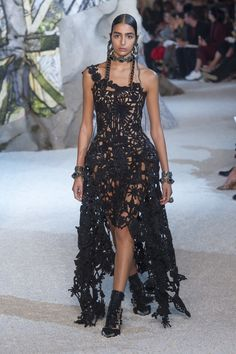 Alexander McQueen Spring 2019 Ready-to-Wear Collection - Vogue