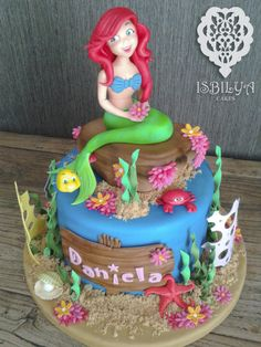 A cake for Daniela. She wants to be a little mermaid when she will be a woman.