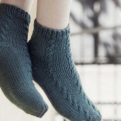 KK:n villasukkakoulun oppitunti: näin kantapää onnistuu taatusti! High Socks, Fashion, Moda, Thigh High Socks, Fashion Styles, Stockings, Fashion Illustrations