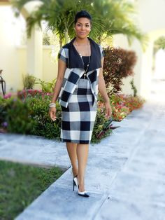 business attire for young women Hey Dolls, After making my gray plaid dress last week, I was in a plaid kind of a mood (or at least thats what my stash had to offer). Diy Fashion No Sew, Fashion 101, Fashion Sewing, Fashion Outfits, Fashion Trends, Diy Wardrobe, Summer Wardrobe, Business Attire For Young Women, Glamorous Evening Gowns