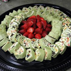 Party Pinwheels 2 ounce) packages cream cheese, softened 1 ounce) package ranch dressing mix 2 green onions, minced 4 inch) flour tortillas cup red bell pepper, diced cup diced celery 1 ounce) can sliced black olives cup shredded Cheddar cheese Potluck Recipes, Mexican Food Recipes, Appetizer Recipes, Cooking Recipes, Potluck Dishes, Oven Recipes, I Love Food, Good Food, Yummy Food