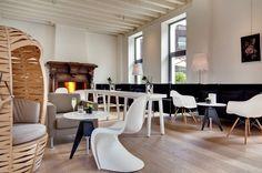 Mobiliario de (gran) diseño - AD España, © Jérôme Mondière y Hervé Lefebvre El hotel de Jean Nouvel  Las piezas de mobiliario son de grandes nombres como Le Corbusier, Charles y Ray Eames, Philippe Starck, Verner Panton, entre otros.