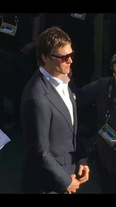 Tom Brady stylin as always before he gets his moment in the sun as a Super Bowl MVP Sunday in Santa Clara. Tom Brady And Gisele, Bridget Moynahan, Pretty Men, New England Patriots, Tampa Bay, Michael Jackson, Dapper, Toms