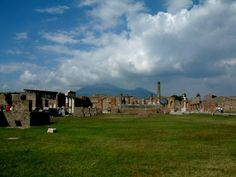 Trash and tombs went hand in hand in ancient Pompeii. That's according to UC research that provides new insights into the daily life of that city before the eruption of Vesuvius in AD 79.