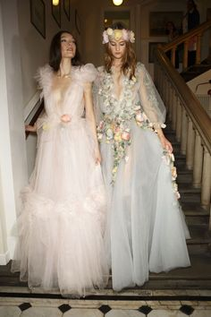 Marchesa at London Spring 2015 (Backstage) ~ not usually my thing but wow ~ # high Fashion Marchesa at London Fashion Week Spring 2015 Runway Fashion, High Fashion, Fashion Show, Fashion Design, Fashion 2015, Fashion Spring, London Fashion Weeks, Pretty Dresses, Beautiful Dresses