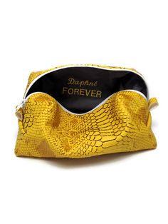 Trousse de maquillage femme-22x10x8cm-Simili cuir dragon Komodo jaune-Intérieur coton gris foncé-Personnalisation intérieur broderie de la boutique deaconcept sur Etsy