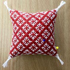 Komezashi (Rice Stitch) One Stitch Sashiko Pincushion/Coater Kit - BeBe Bold: Contempoary Japanese Textiles