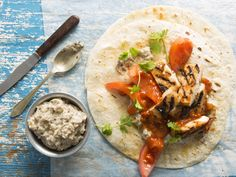 From the YOU test kitchen: Chicken wraps with baba ghanoush Baba Ganoush, Chicken Wraps, Afrikaans, Test Kitchen, Tortillas, Quick Meals, Kos, Food Inspiration, Breast